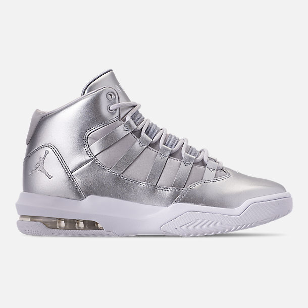 Right view of Girls' Big Kids' Jordan Max Aura SE Basketball Shoes in Silver/Vast Grey/White