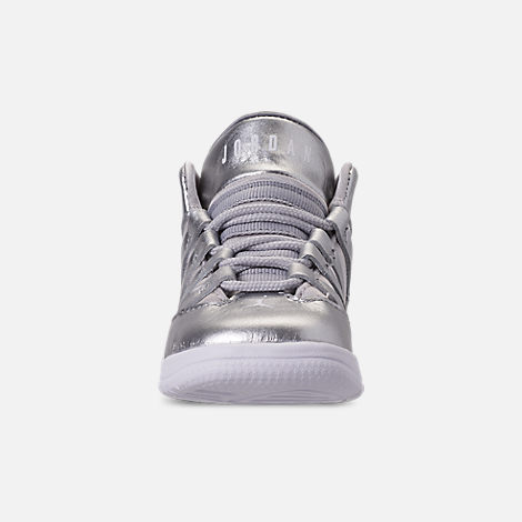 Front view of Girls' Toddler Jordan Max Aura SE Basketball Shoes in Silver/Vast Grey/White
