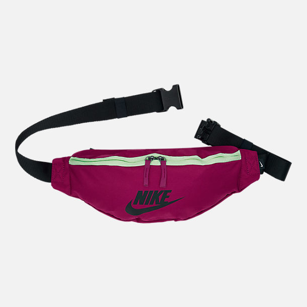 Front view of Nike Sportswear Heritage Hip Pack