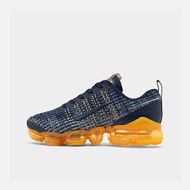 Right view of Big Kids' Nike Air VaporMax Flyknit 3 Running Shoes in College Navy/College Navy-Wolf Grey