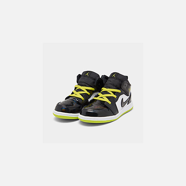 Three Quarter view of Boys' Toddler Air Jordan 1 Mid SE Casual Shoes in Black/Cyber White/Mystic Green