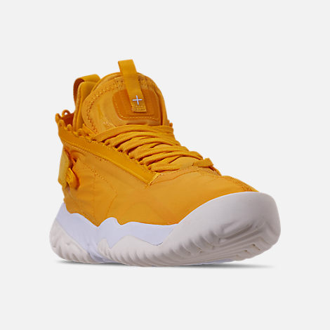 Three Quarter view of Men's Jordan Proto-React Basketball Shoes in University Gold/White