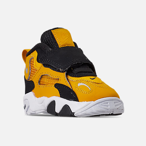 Three Quarter view of Boys' Toddler Nike Speed Turf Training Shoes in University Gold/Metallic Silver/White