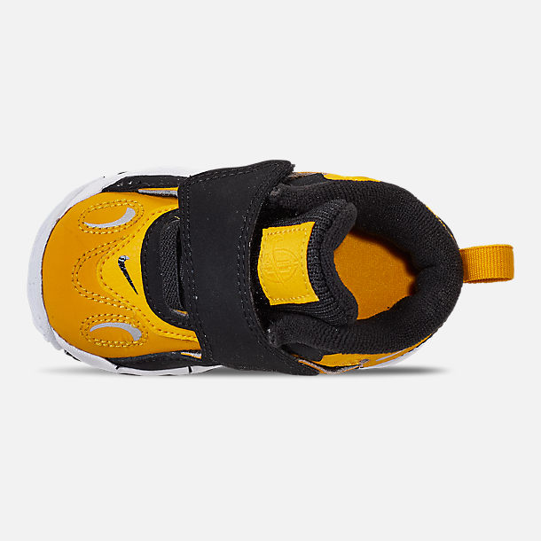 Top view of Boys' Toddler Nike Speed Turf Training Shoes in University Gold/Metallic Silver/White