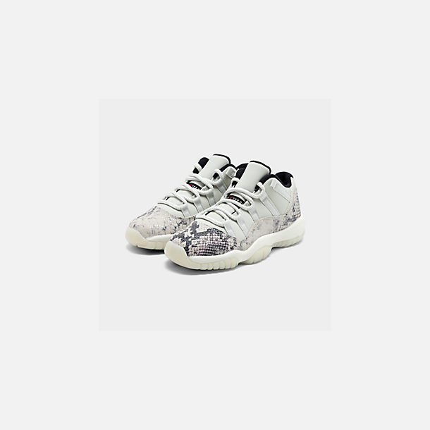 Three Quarter view of Big Kids' Air Jordan Retro 11 Low LE Basketball Shoes in Light Bone/Smoke Grey/Light Bone