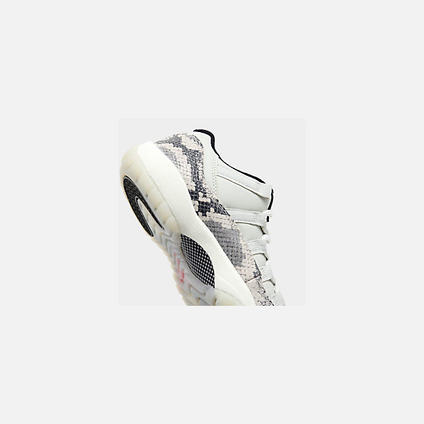 Front view of Big Kids' Air Jordan Retro 11 Low LE Basketball Shoes in Light Bone/Smoke Grey/Light Bone