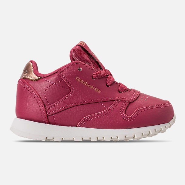 Right view of Girls' Toddler Reebok Classic Leather Casual Shoes in Twisted Berry/Chalk