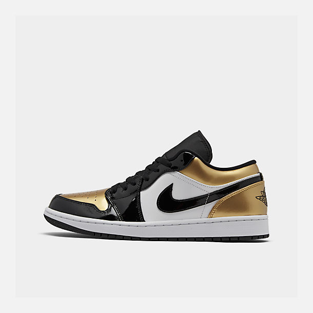 Right view of Men's Air Jordan Retro 1 Low Basketball Shoes in Metallic Gold/Black/White
