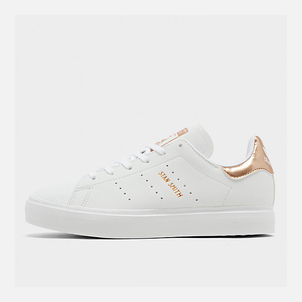 Right view of Big Kids' adidas Originals Stan Smith Vulc Casual Shoes in White/Gold