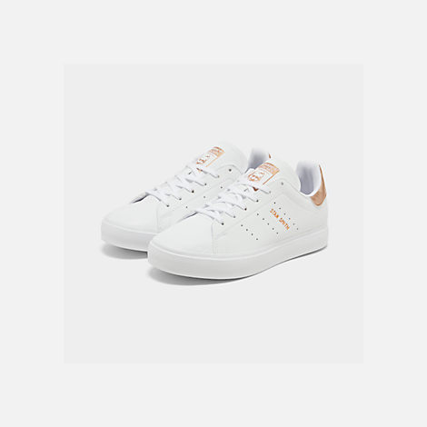 Three Quarter view of Big Kids' adidas Originals Stan Smith Vulc Casual Shoes in White/Gold
