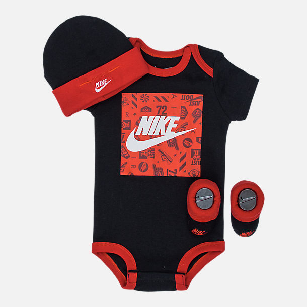 Front view of Boys' Infant Nike Futura Block 3-Piece Set in Black/Red