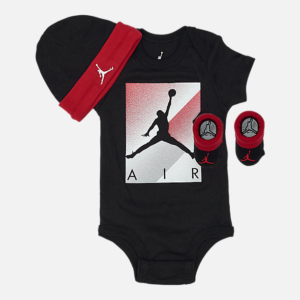 Front view of Infant Nike Spray 3-Piece Box Set in Black/Red