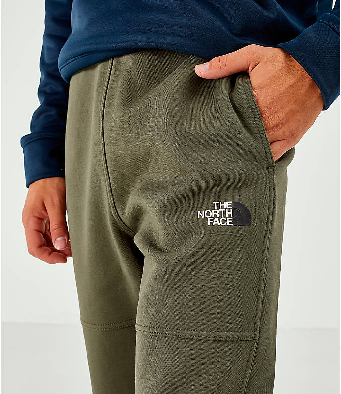 On Model 5 view of Men's The North Face Bondi Fleece Jogger Pants in Trace Cargo
