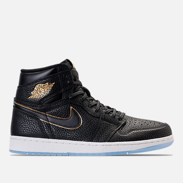 Right view of Men's Air Jordan Retro 1 High Basketball Shoes in Black/Metallic Gold/Summit White